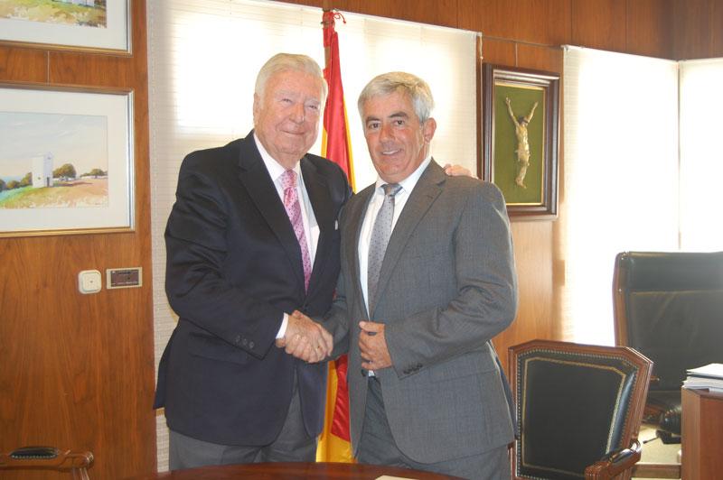 Freshuelva y Caja Rural firman un convenio de colaboración