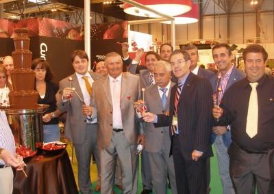 La empresa moguereña Cuna de Platero ha ofrecido sus ya tradicionales fresas con chocolate