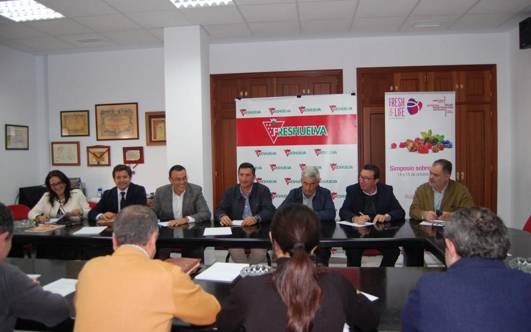 La Plataforma de Regadíos del Condado se reúne con los máximos responsables de PSOE y PP en la sede de Freshuelva