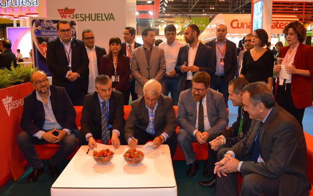 Freshuelva firma un convenio de colaboración con la Asociación de Exportadores de Frutas de Chile