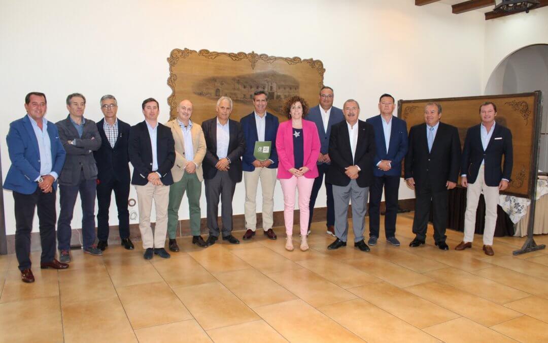 Agrocolor celebra su 20 aniversario en la provincia con un homenaje a Freshuelva