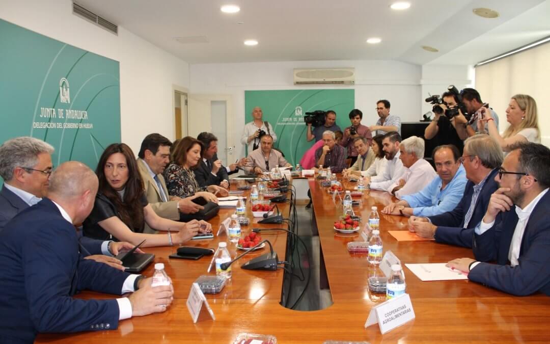 Freshuelva participa en un encuentro con la consejera de Agricultura