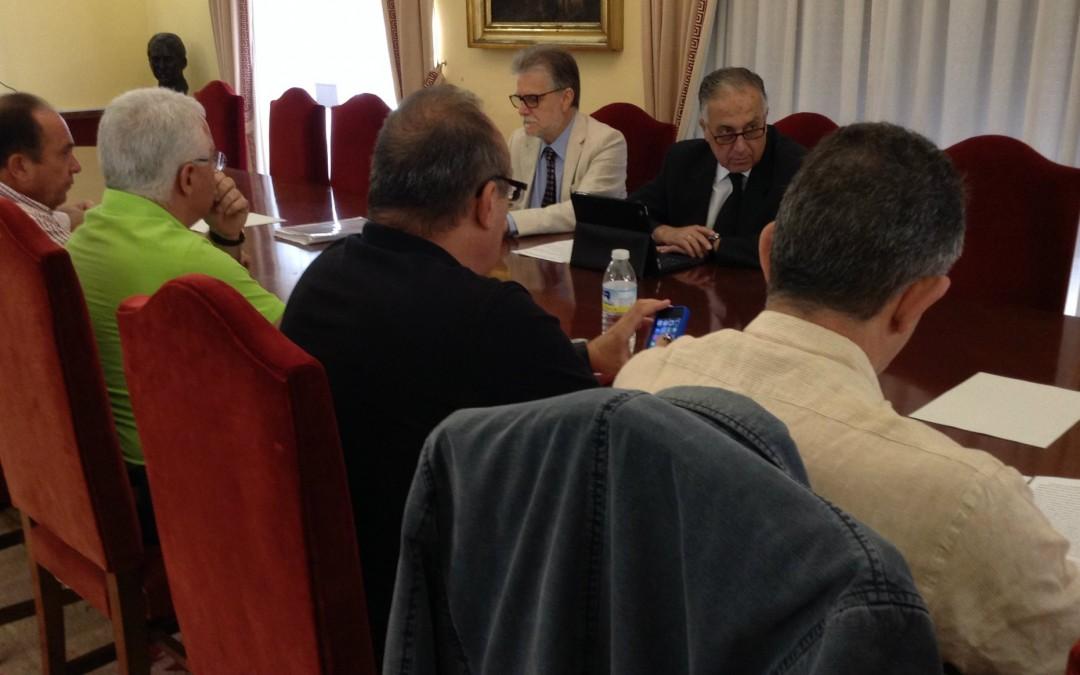 Acuerdo para potenciar la contratación de trabajadores locales en la campaña agrícola