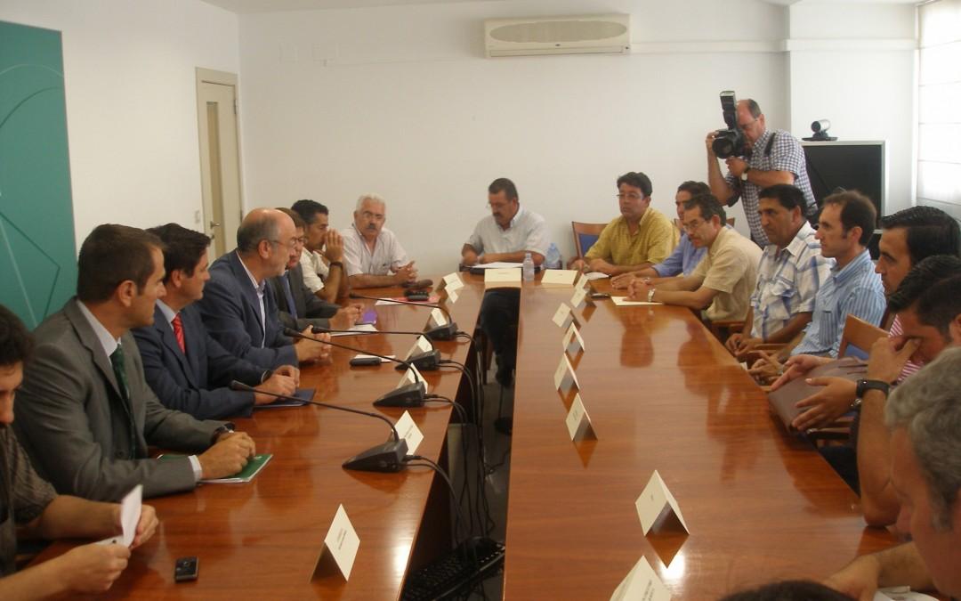 Reunion del sector hortofruticola onubense con el viceconsejero de Agricultura y Pesca de la Junta de Andalucia