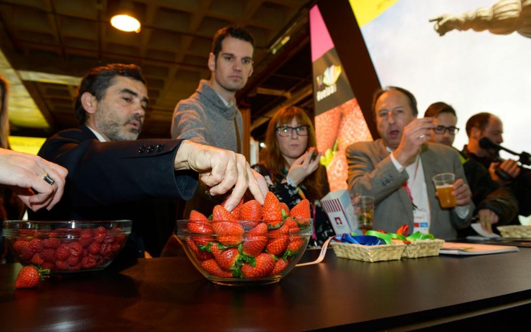 Los berries de Huelva viajan hasta Fitur