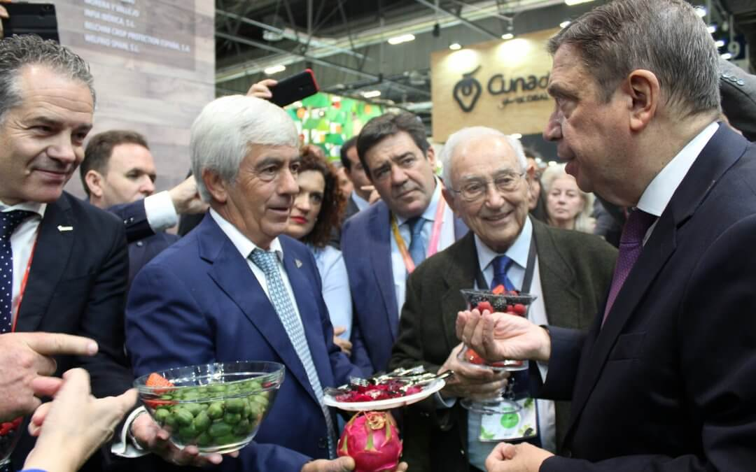 Los frutos rojos onubenses reciben el respaldo del ministro de Agricultura