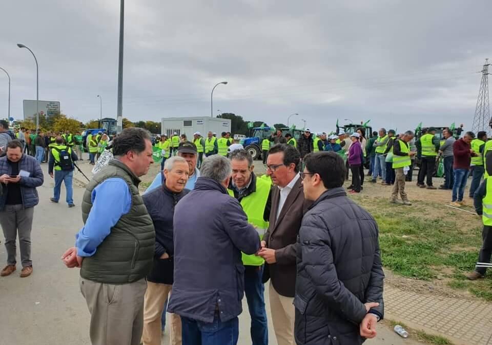 Freshuelva participa en la movilización que reclama precios justos y soluciones para el campo onubense